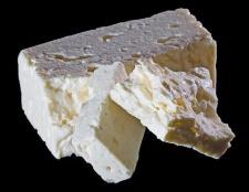 Бринза: калорійність і корисні властивості продукту