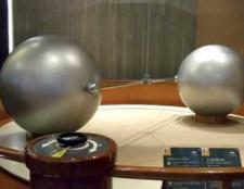 Чому дорівнює гравітаційна постійна?