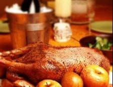 Гусь з яблуками в духовці: рецепт приготування