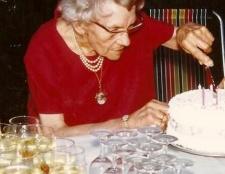 Шукаєте сценарій ювілею жінки 80 років?