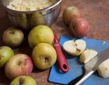 Яблучний пиріг на кефірі. Рецепти і способи приготування десерту