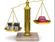 Як обчислюється податок на автомобіль і хто його сплачує?