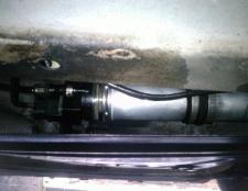 Як поміняти паливний фільтр на автомобілі