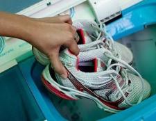 Як прати кросівки в пральній машині? Чи можна прати кросівках в машинці і як це правильно робити?