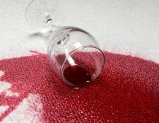 Як вивести плями від червоного вина? Способи видалення винних плям