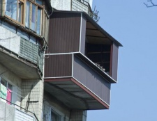 Як засклити балкон своїми руками