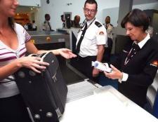 Які необхідно зібрати документи на закордонний паспорт старого зразка?