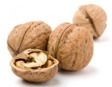 Яку має калорійність волоський горіх?