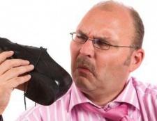 Купили взуття з запахом? Підкажемо, як прибрати запах з взуття!