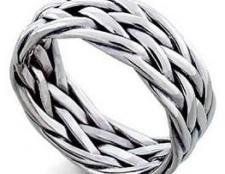 Чоловічі кільця зі срібла: прикраси для сильної половини людства