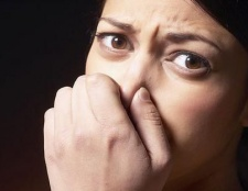 Про що свідчить неприємний запах сечі?