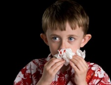 Чому йде кров з носа? Основні причини і перша допомога