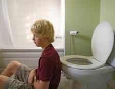 Чому сильно болить живіт і пронос?