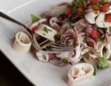 Салат з кальмарами і грибами. Рецепт салату з кальмарів