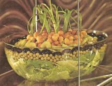 Салат з консервованим зеленим горошком. Рецепти салатів