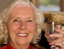 Сценарій ювілею жінки 70 років: поради по підготовці і проведенню