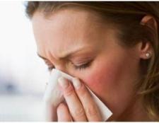 Зелені соплі у дорослого: причини і лікування